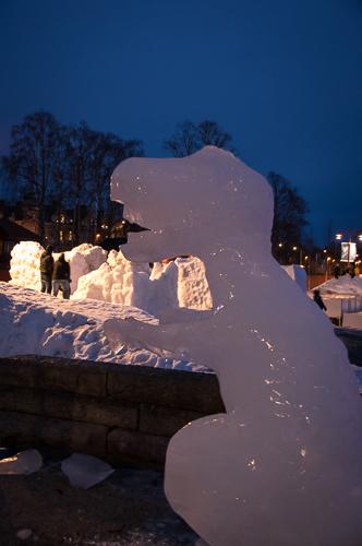 En värld av is. Isskulpturer i Vinterparken.